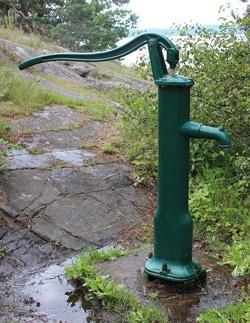 Pumpe vann til hytta